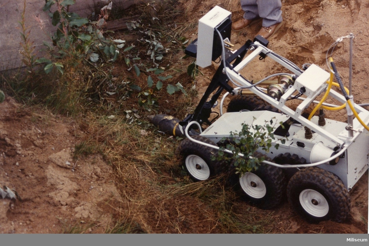 Ej fastställd svensk militär mtrl, prototypmodell bombrobot.