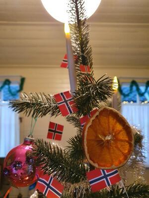 Gammeldags julepynt  på tre (Foto/Photo)