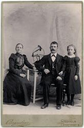 Kabinettsfotografi - familjen Brolin, Stockholm