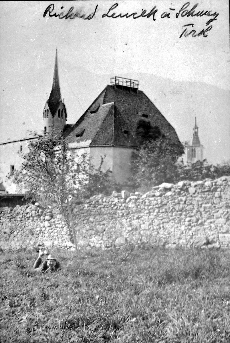 Kirke, mur, mann,
