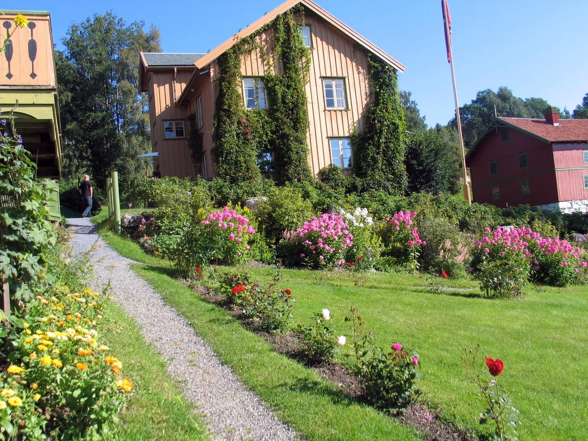 DOK:2007, Aulestad, hage, blomster,