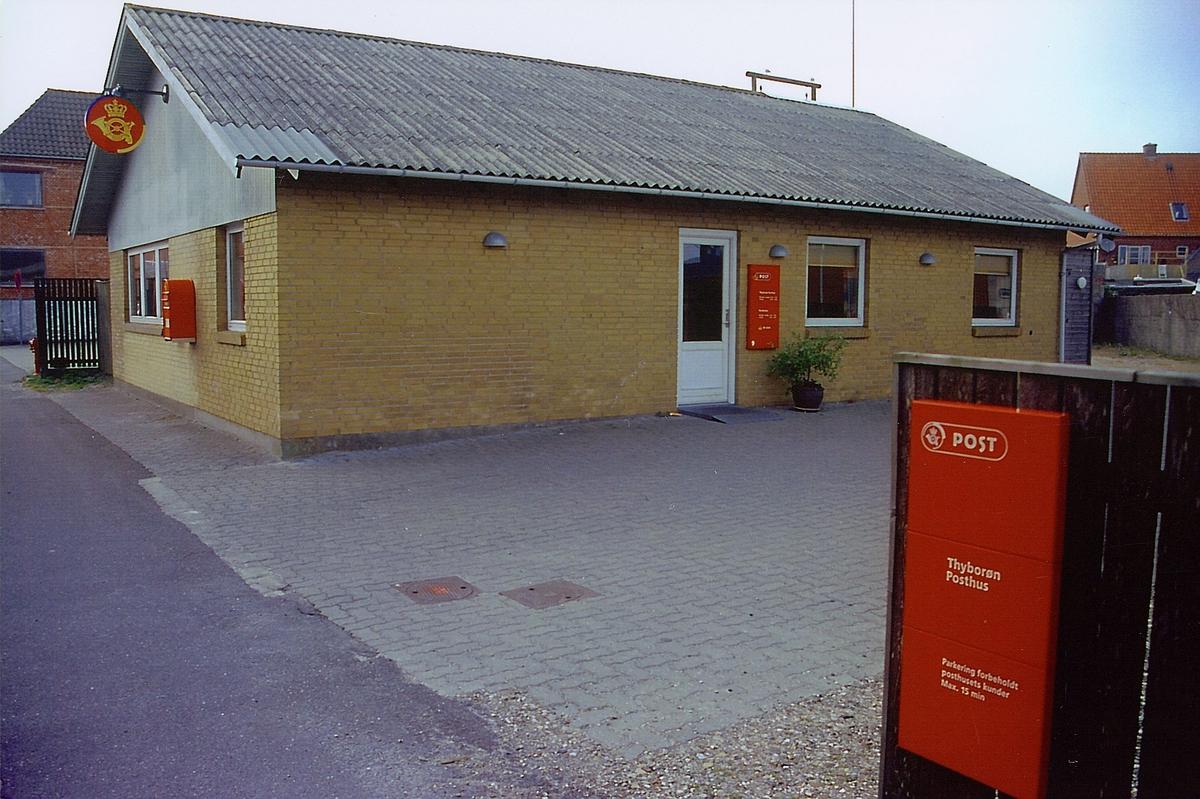 eksteriør, posthuset i Thyborøn Vest Jylland Danmark, skilter