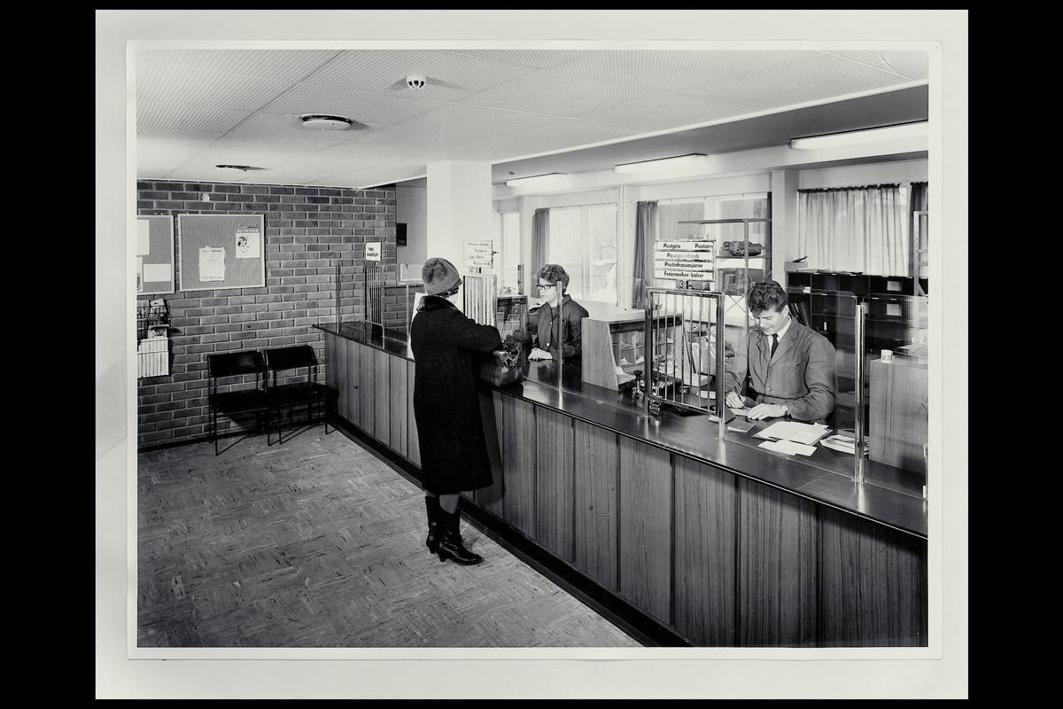 interiør, postkontor, 3080 Holmestrand, publikumshall, ekspeditører, kunder