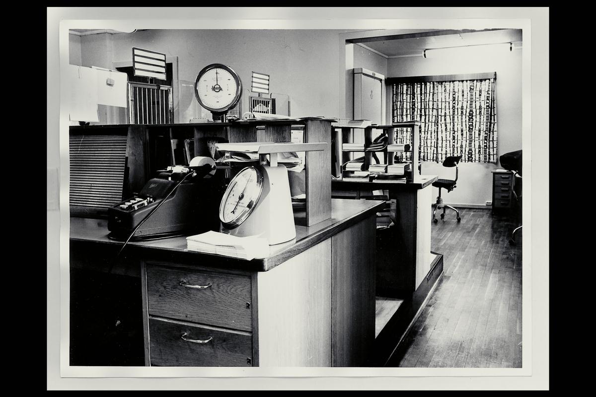 interiør, postkontor, 2050 Jessheim, ekspedisjon, vekt, regnemaskin