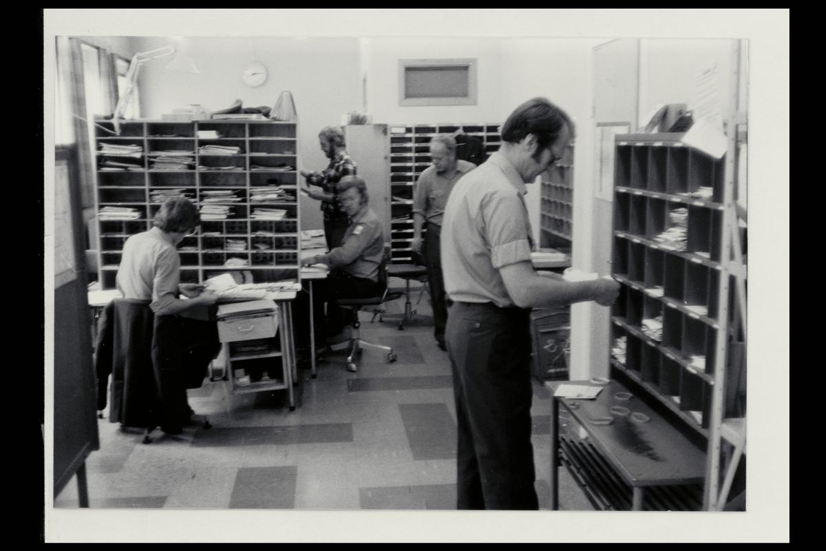 interiør, postkontor, budavdeling, 3770 Kragerø, sortering, personale