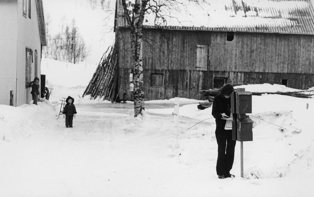 postkasser, privat, kvinne, barn, posten i Nord