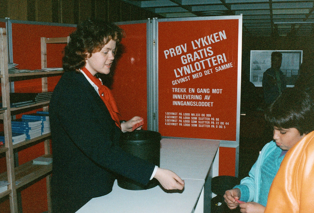 frimerkets dag, Oslo Rådhus, lynlotteri, kvinne, barn