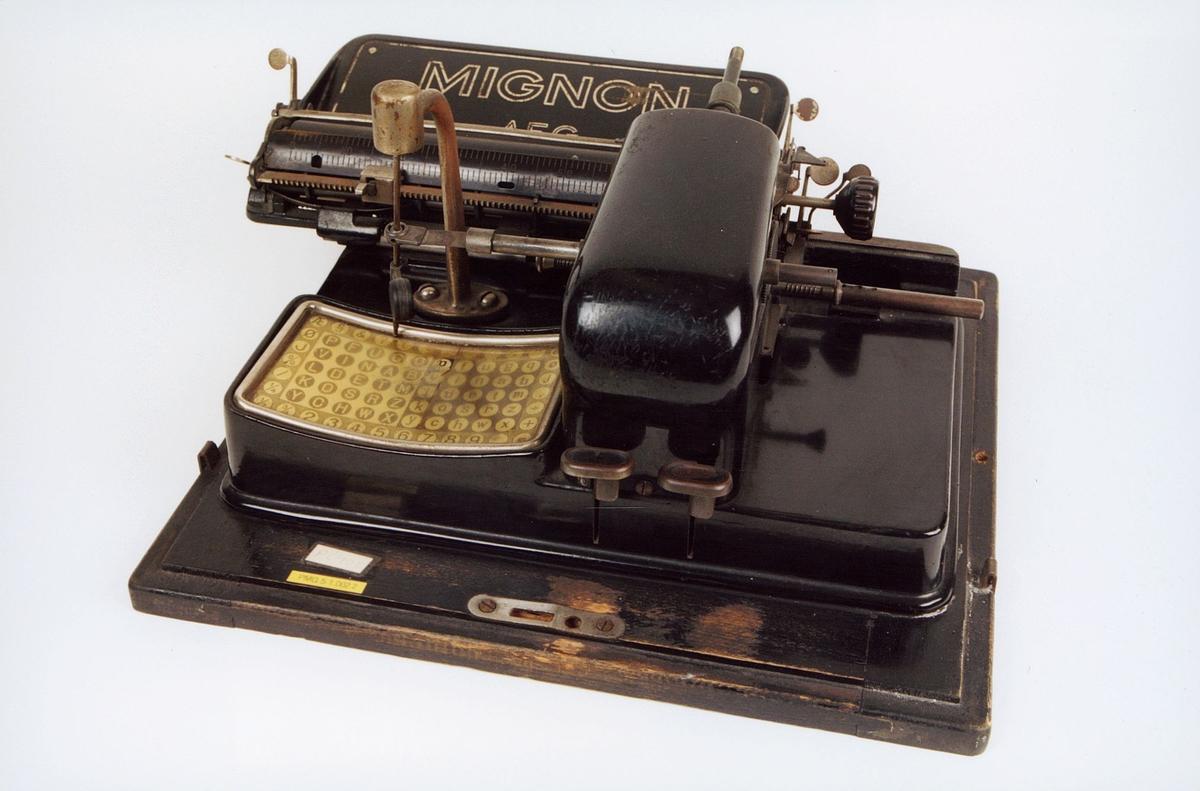 postmuseet, gjenstander, skrivemaskin, reiseskrivemaskin, Mignon AEG