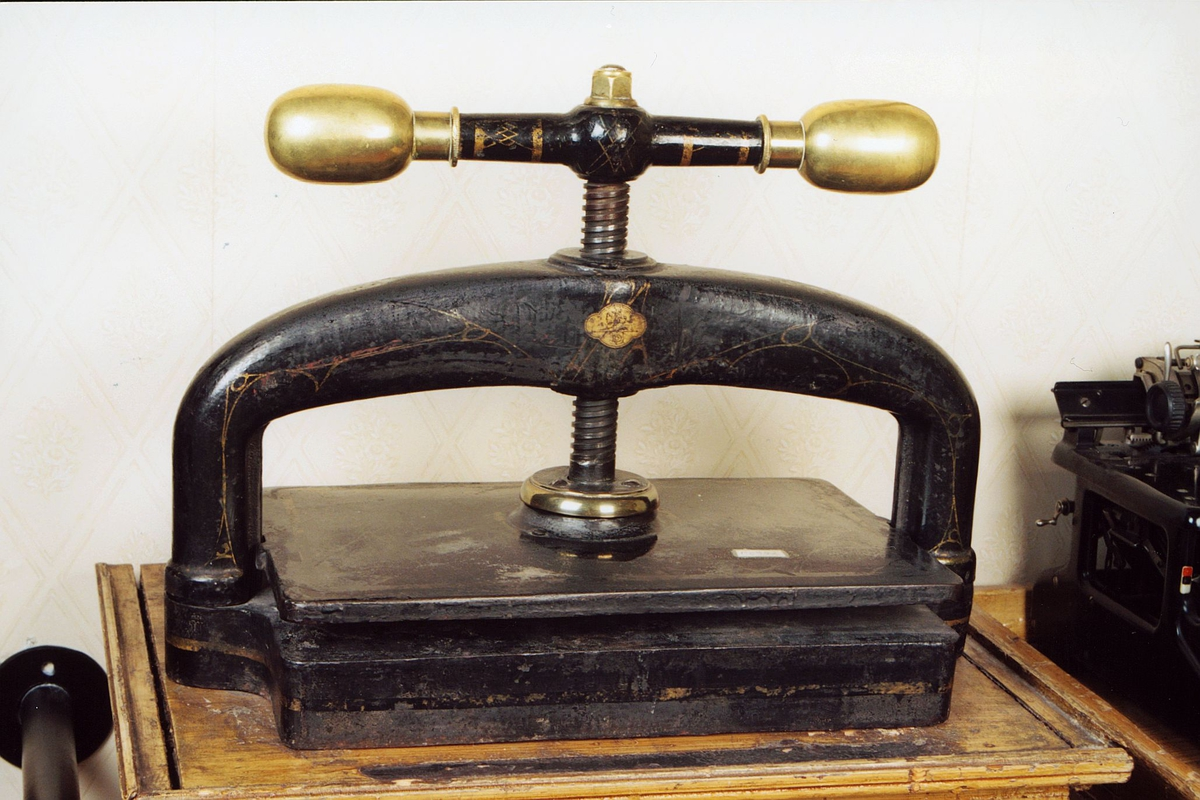 postmuseet, gjenstander, skrivehjelpemiddel, presse, kopipresse