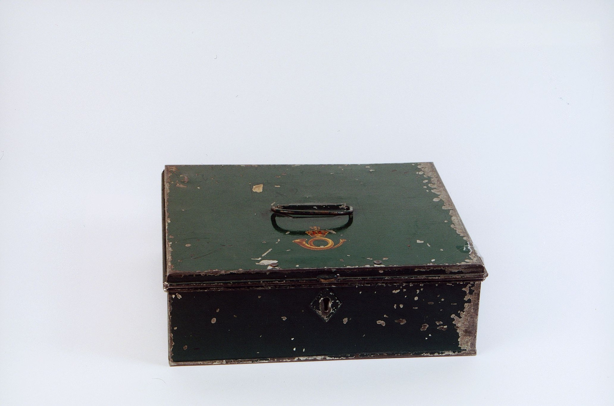 postmuseet, gjenstander, skrin, kasseskrin med hank og postlogo