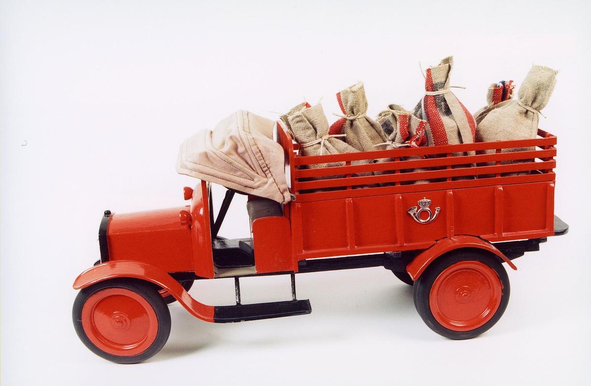 postmuseet, gjenstander, modell av en gammel postlastebil