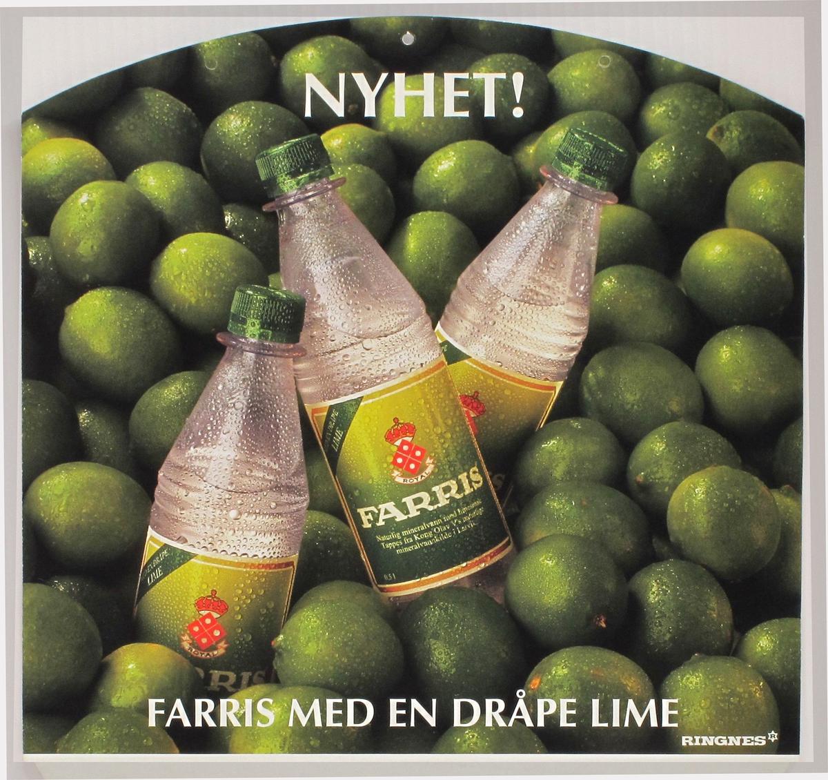 Tre flasker Farris mot en haug lime-frukter.