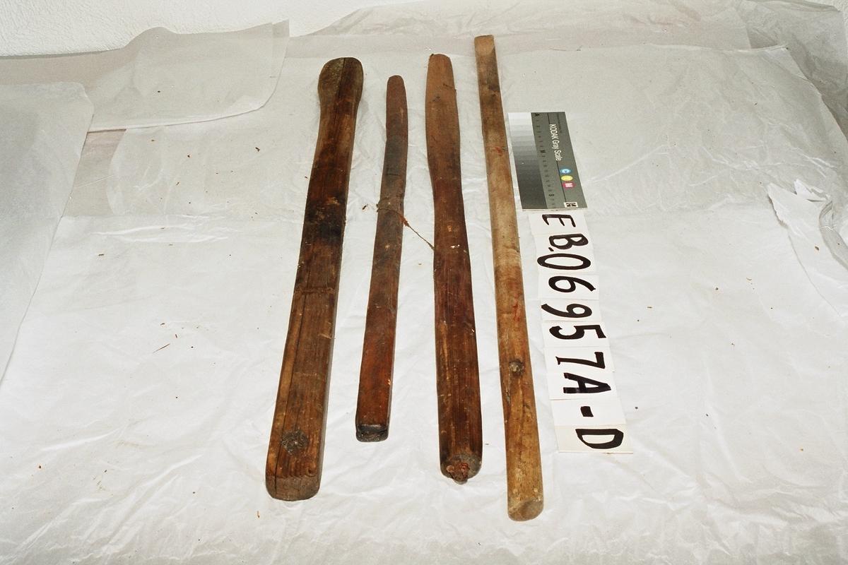 Form: avlange stokker av ulik lengde, C har iskrudd en metallhank i ene enden