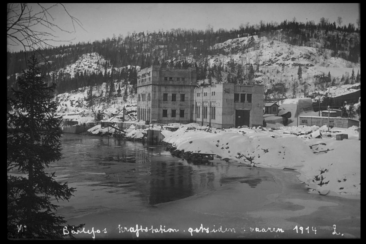 Arendal Fossekompani i begynnelsen av 1900-tallet CD merket 0469, Bilde: 47 Sted: Bøylefoss Beskrivelse: Vårbilde av kraftstasjonen
