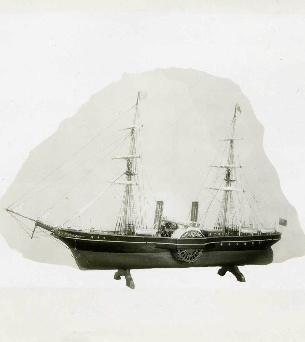 Fartøybilder fra Agder.   Navn:  Persia Atlanterhavsdamper, bygget i 1855 i Glagow av Ropert Napier & Sons, rederi Cunard Line, mål 376ft x 37.6ft, trafikkerte strekningen Liverpool-New York mellom 1856 og 1867, i en periode verdens største skip. Opprinnelig filreferanse i eDepoet: F0120_Fartøybilder-SMW_090507\Persia.tif