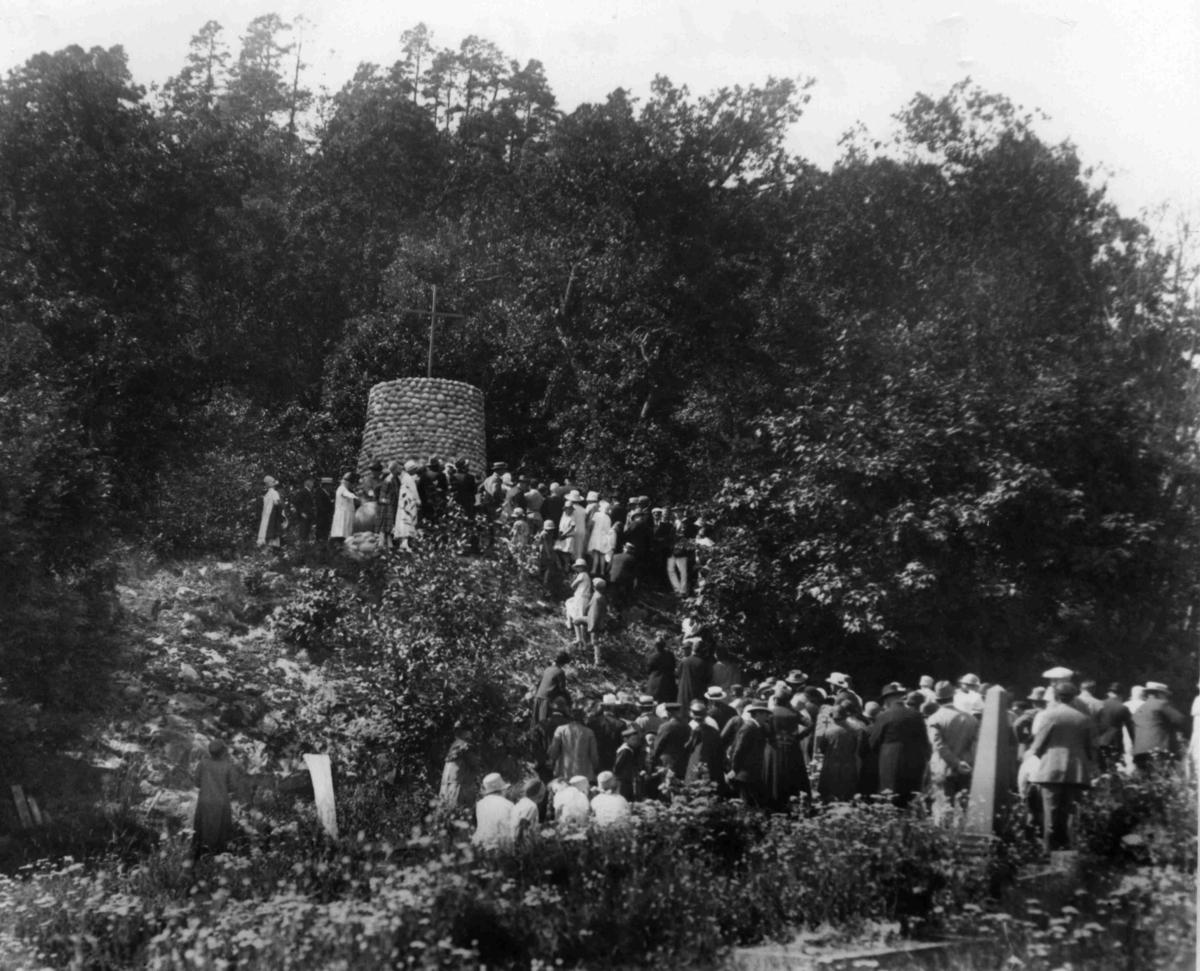Minnestøtte på kirkegården over falne sjømenn i 1. verdenskrig