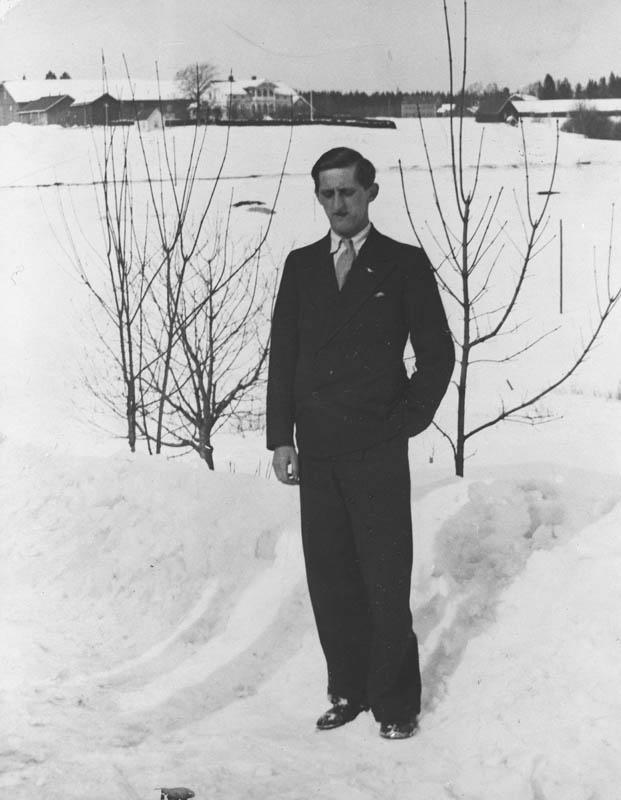 Utsikt mot Nordre Finstad (Einar Tharaldsen f.1913.). vinter.
