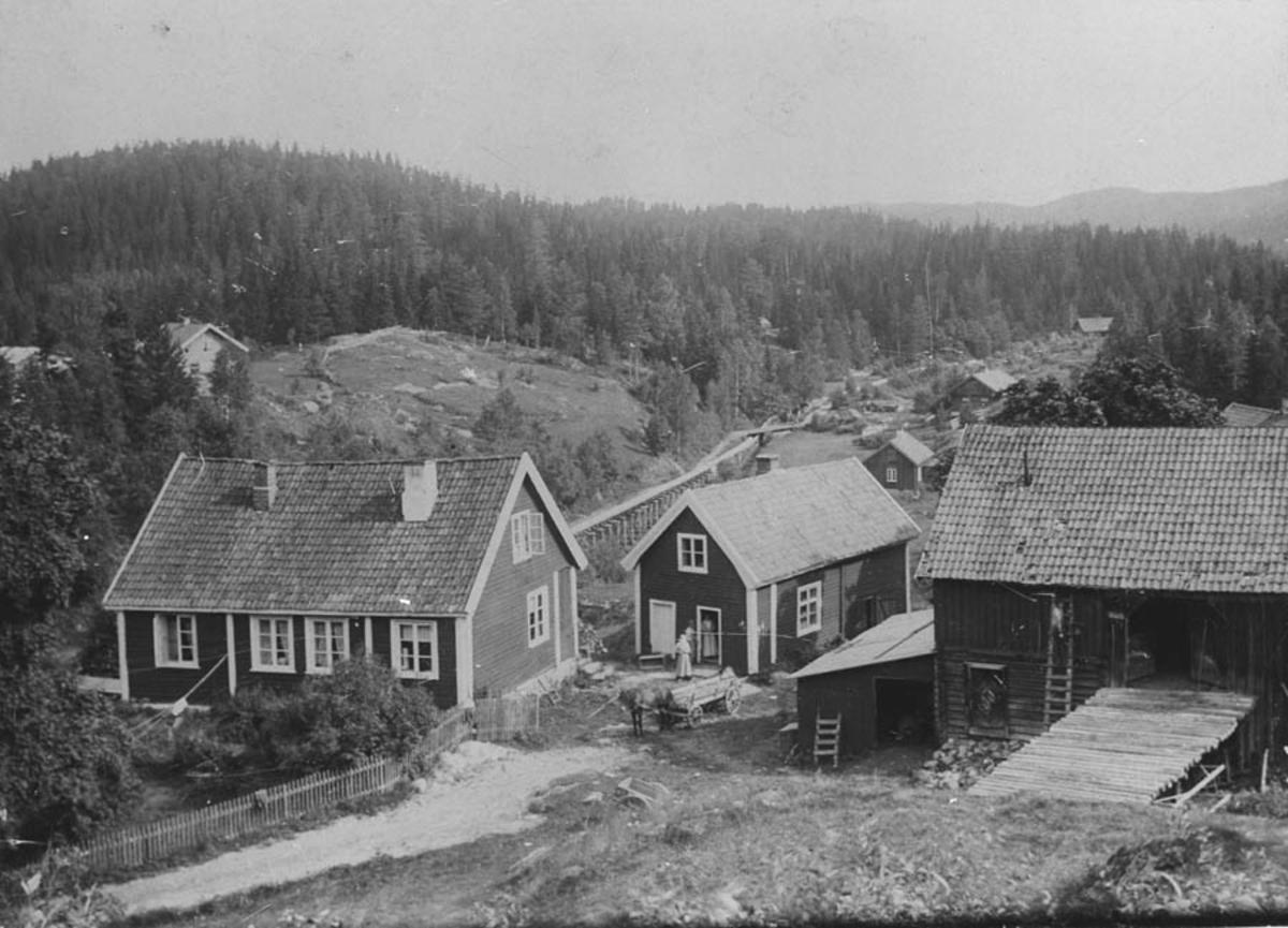 Øversaga, Rausjøgrenda Våningshus, føderådsstue, låve.