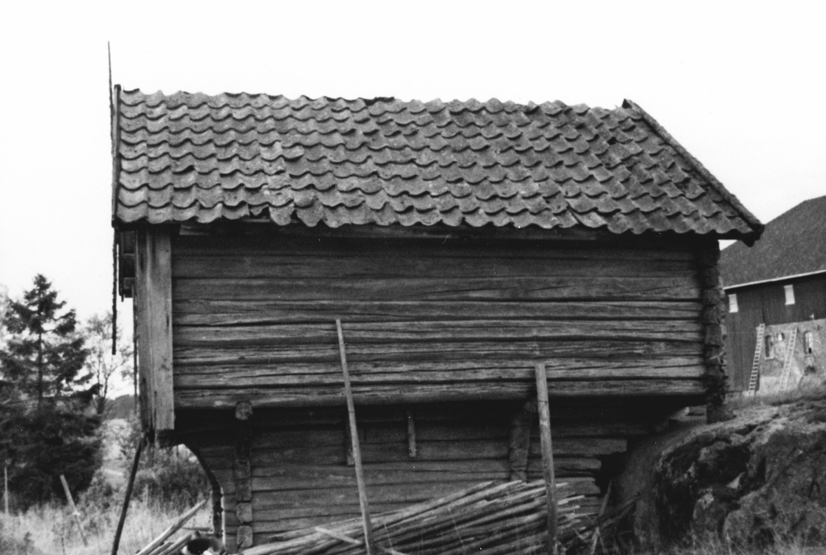 Kjone, hus for tilbereding av lin.