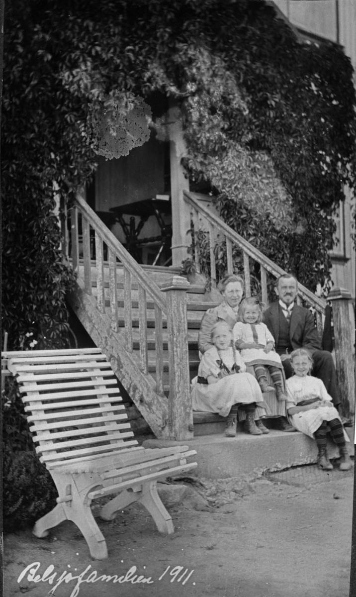 Belsjøfamilien, hagebenk, trapp, hage