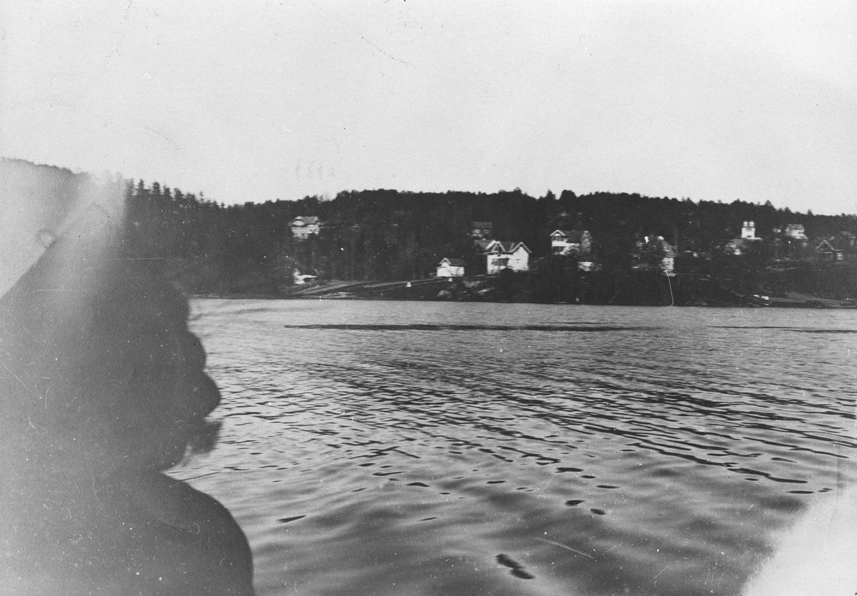 Gjersjøen og bebyggelsen ved Gjersjøveien.