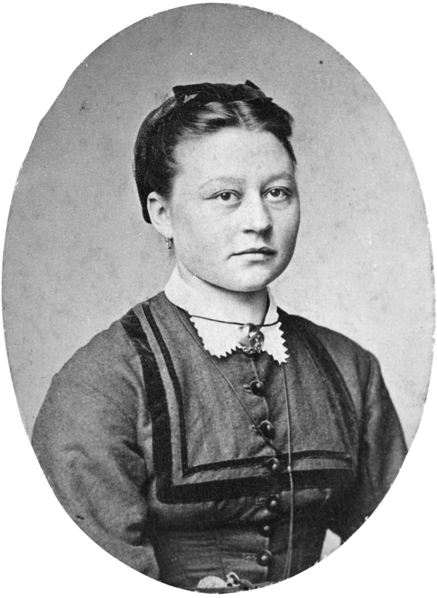 Portrett av Berte Hønsen f. Nitteberg 1853.
