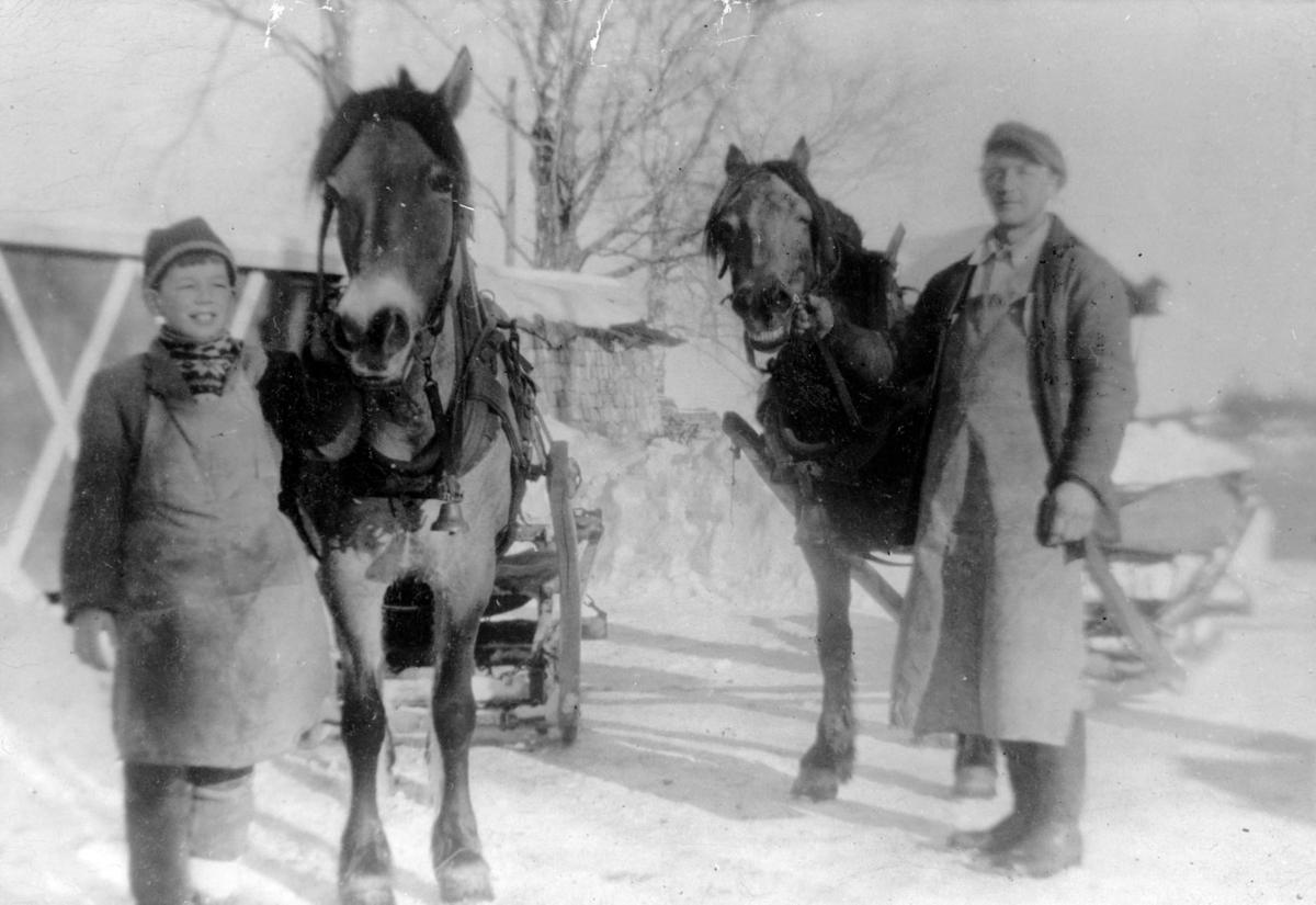 Ole Østerud og sønnen kjører ved fra Sigurd Dahles sag,Bekkedal