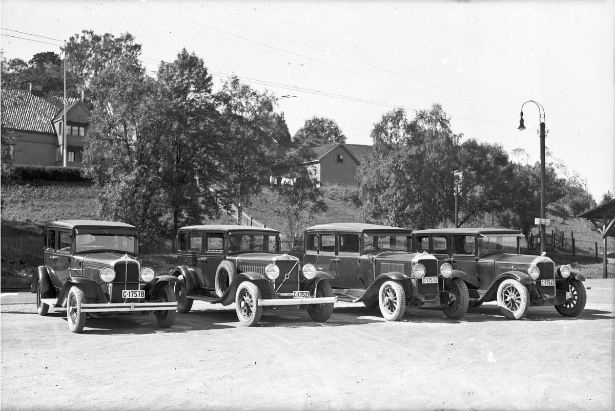 4 biler fra 20-30 tallet.
