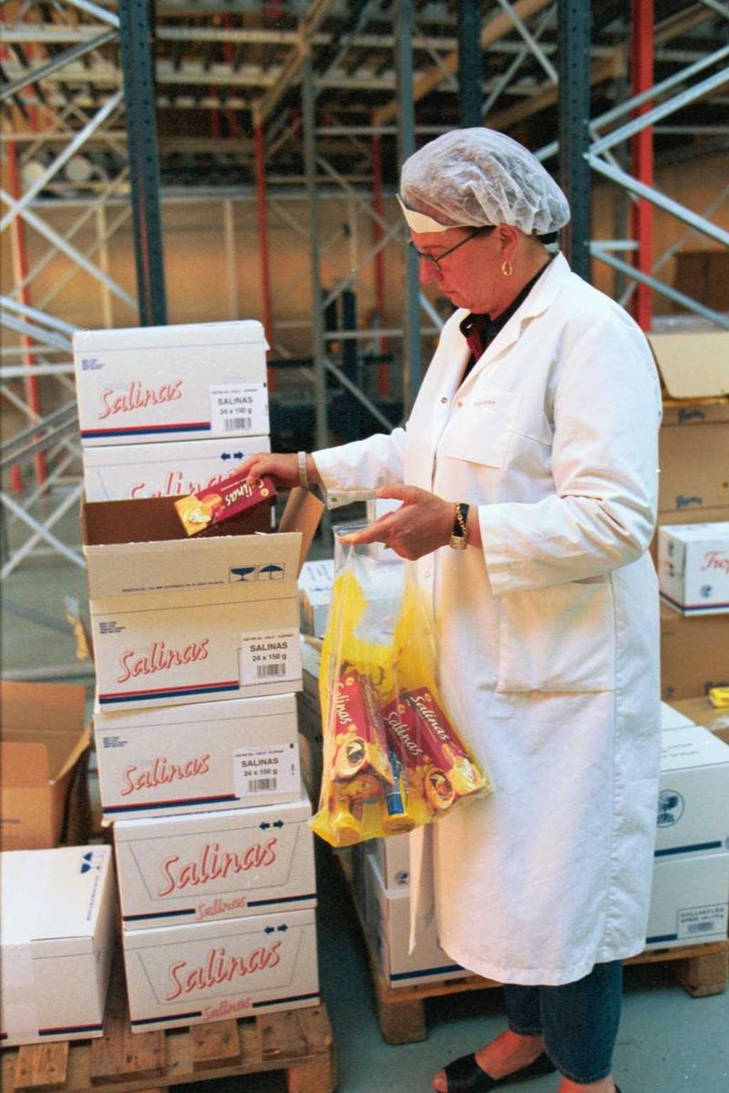 Fabrikkmiljø, kjeks, arbeider, kvinne, arbeidstøy, lager, emballasje