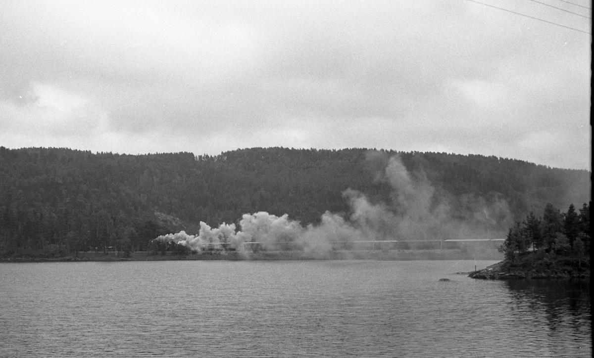 Et av de såkalte minnetogene som ble kjørt i forbindelse med nedleggelsen av Setesdalsbanen, her tog 2648 underveis sydover fra Hægeland.