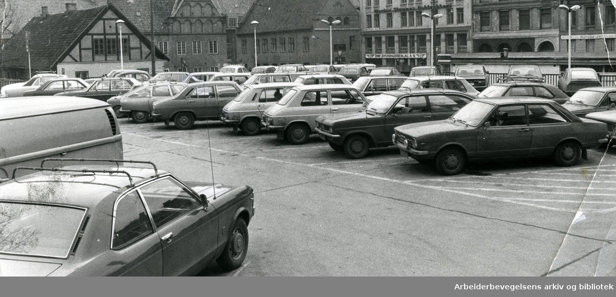Parkering på Christiania torv,.mars 1975