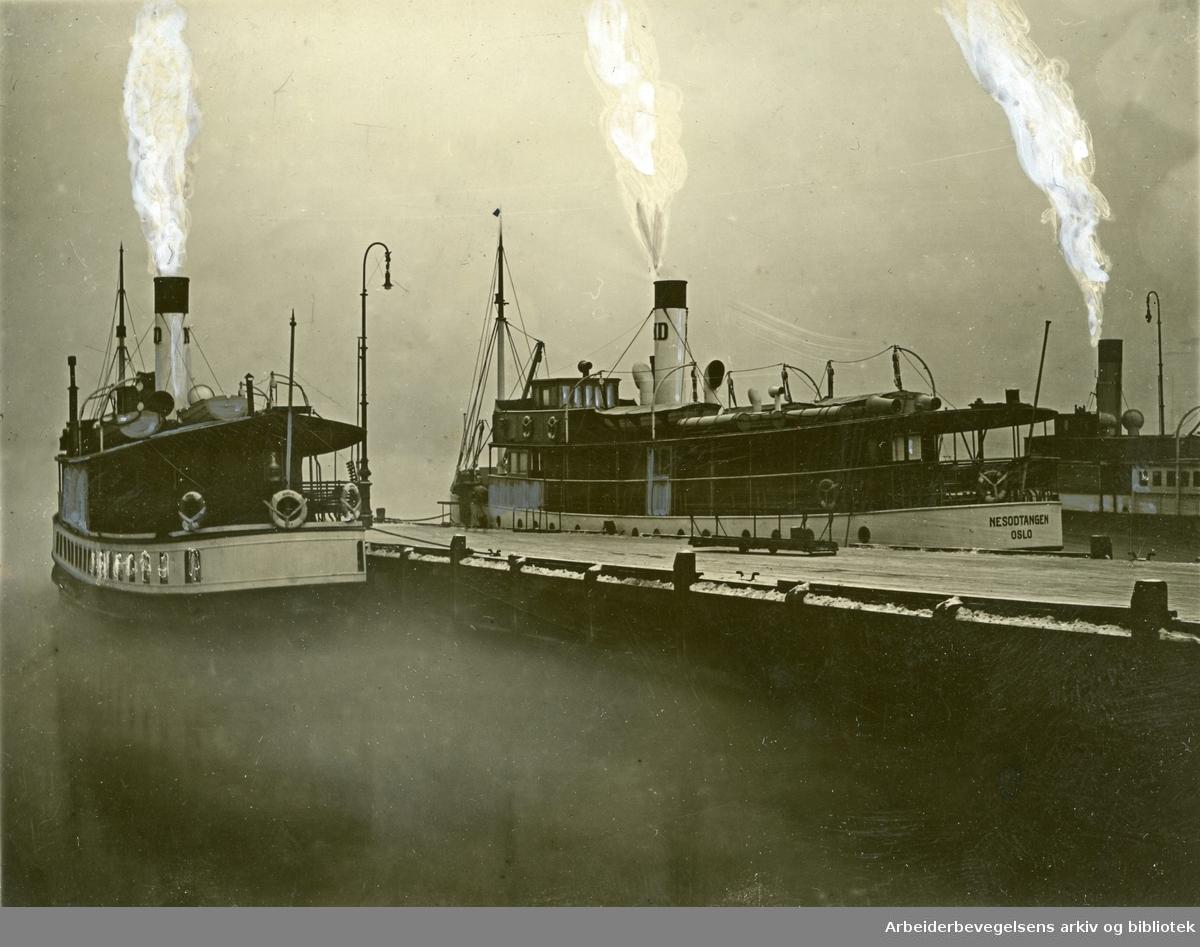Nesoddbåtene ved havn i Oslo,.1930-tallet