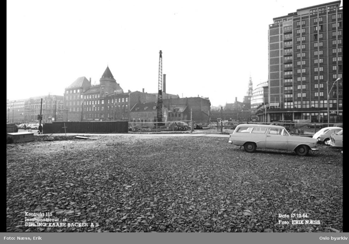 Byggingen av Jernbanetorget stasjon. Til høyre Hotell Viking, Jernbanetorget bak til venstre. Bilde datert 17. desember 1964.