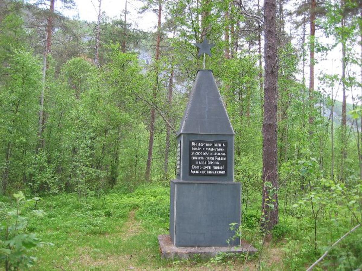 Monument reist på gammel sokkel fra 1945.