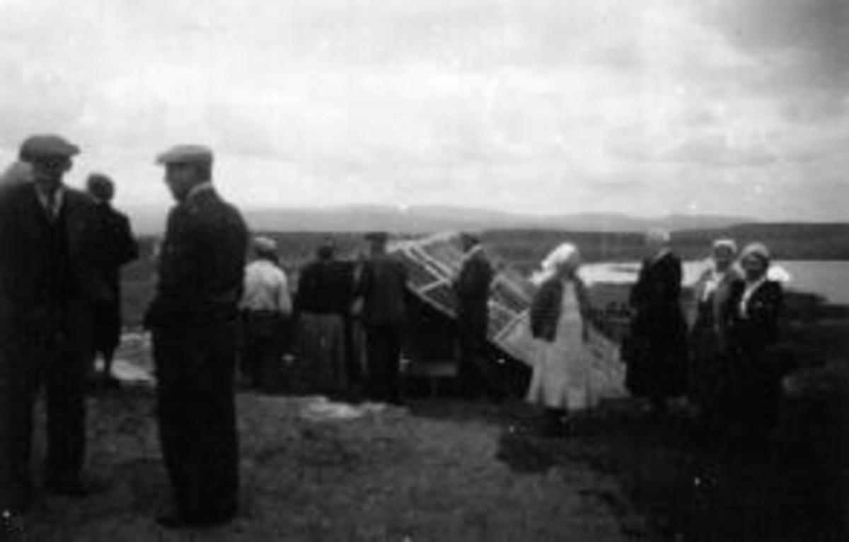 Bondelagsutflukt på Hornsjøen. Fra venstre er Nygård (Sterud), Fyksen, Inga Nygård (1894-1964), fru Håve, fru Fyksen.