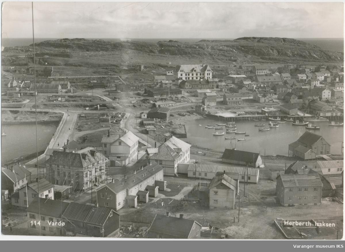 Postkort, Valen og Søndre Våg, sett fra radiomastene, ca. 1950