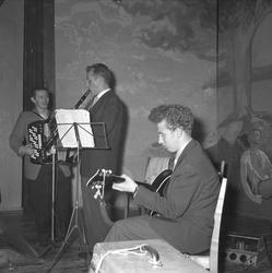 """BØNDERNES HUS, LØTEN, FEST, DANS. """"Stensbys Trio"""" med Per St"""