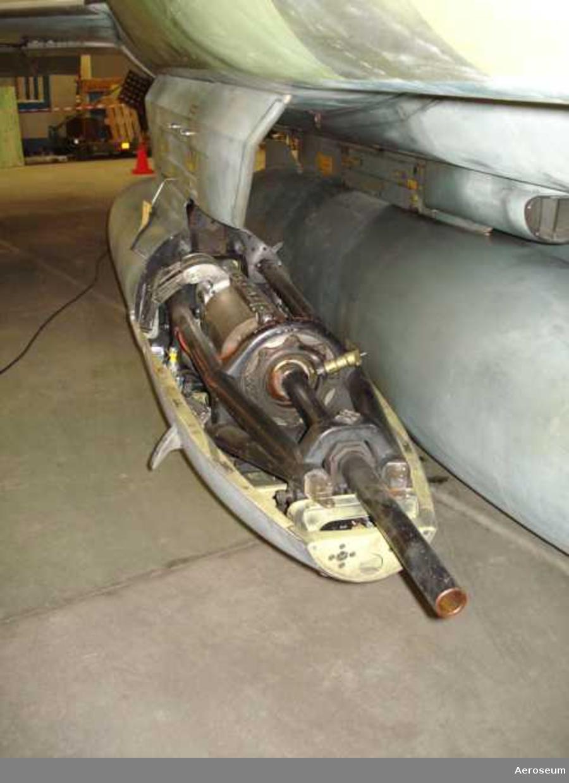 Tillhörig fpl 37 nr 55 F 10 I kapseln ingår: 30 mm automatkanon M 55 H nr 582, eldrör till 30 mm automatkanon nr 4097 S, elavfyringsdon nr 13.