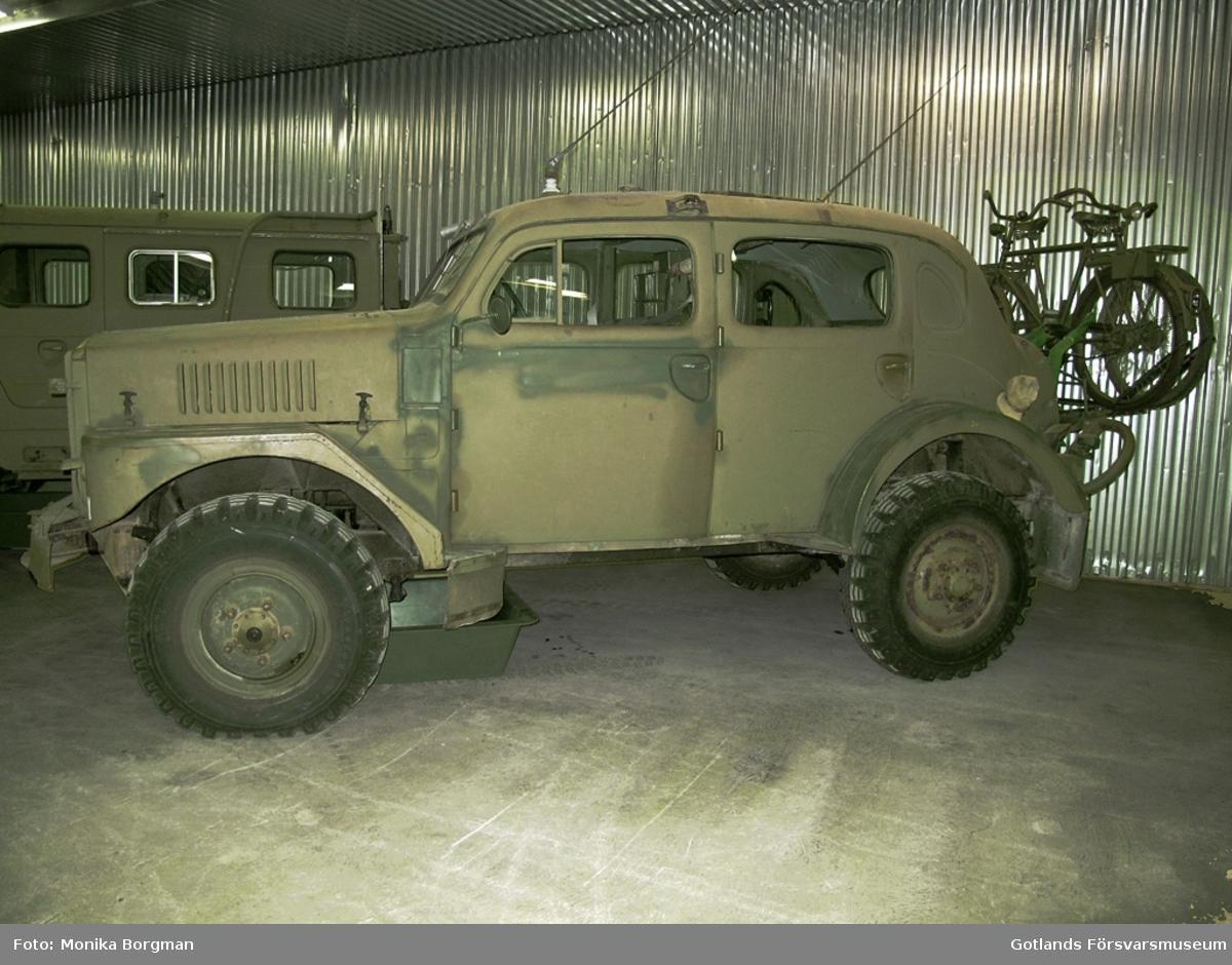 Motor: Volvo, 6 cylidrig bensinmotor. Växellåda: Fyra växlar fram. Tvåväxlad fördelningslåda. Framhjulsdrift och differentialspärr