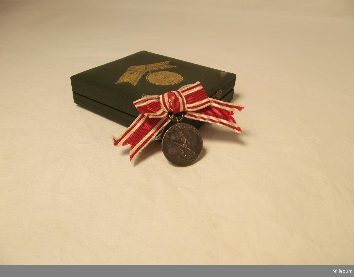 Medalj tilldelad friherre, kapten Fabian Örnsköld för hans deltagande i 1864 års danska krig, med tillhörande ask.
