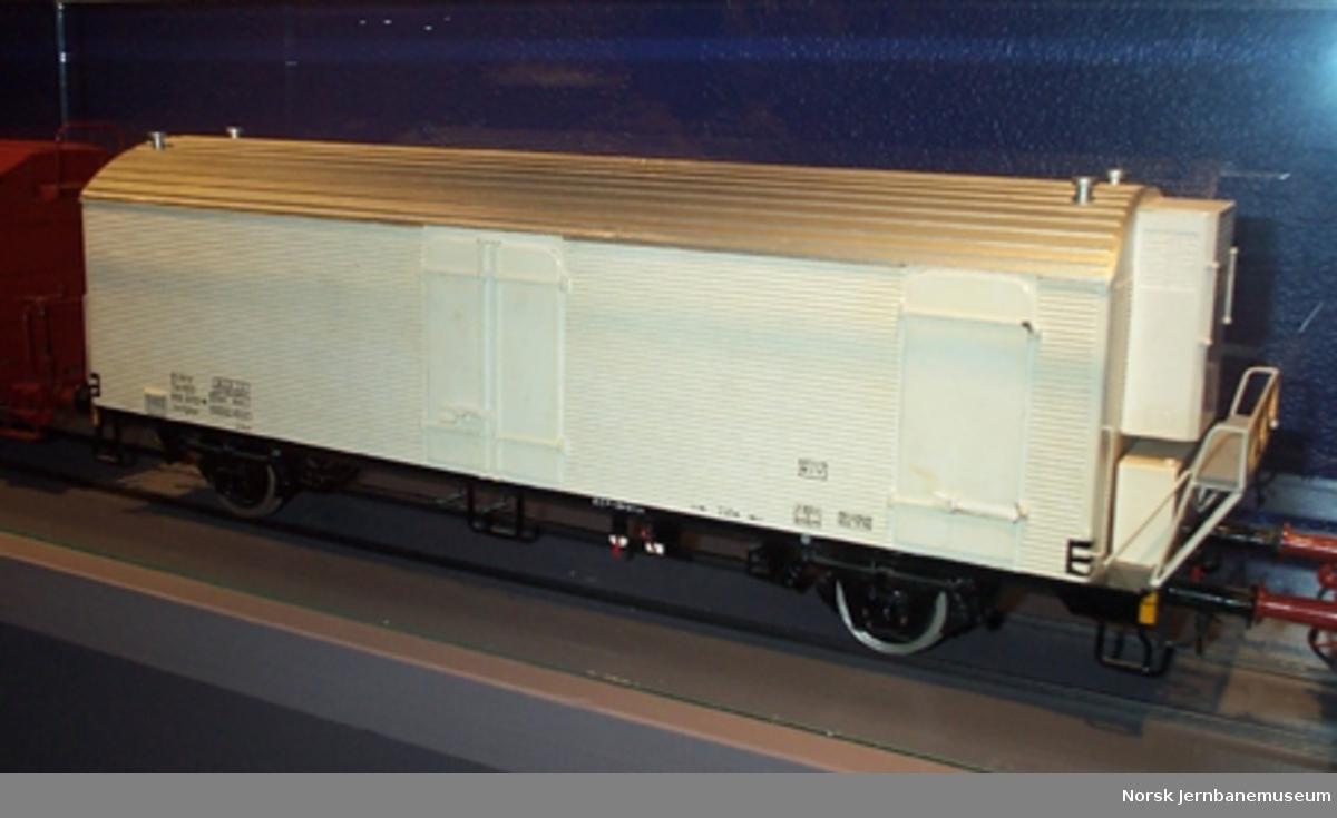 Modell av NSB kjølevogn litra Ibchghps nr. 818 1002-4