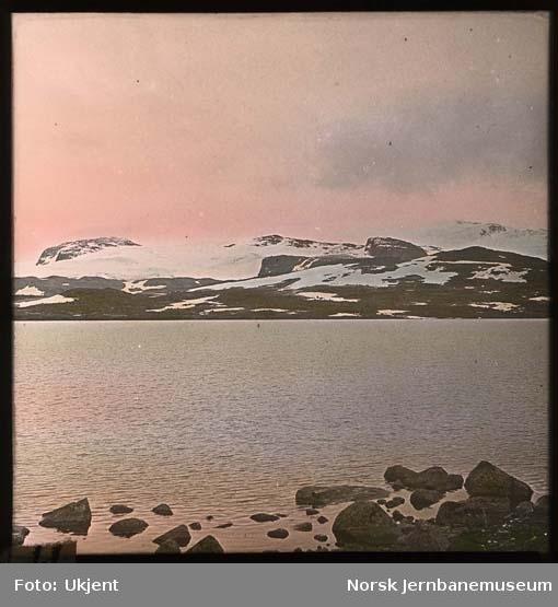 Finsevatnet med Hardangerjøkulen og Nordre Kongsnut i bakgrunnen