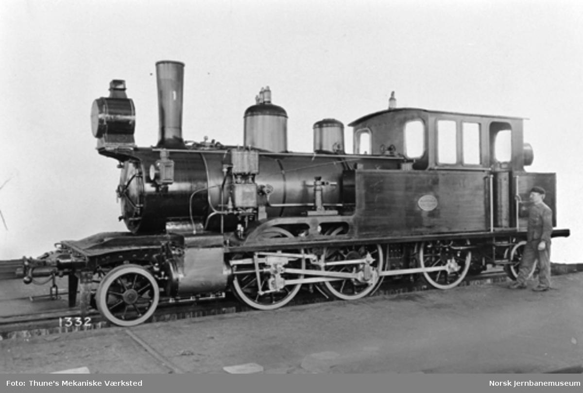 Leveransefoto av Størenbanens damplokomotiv type XXIV nr. 1