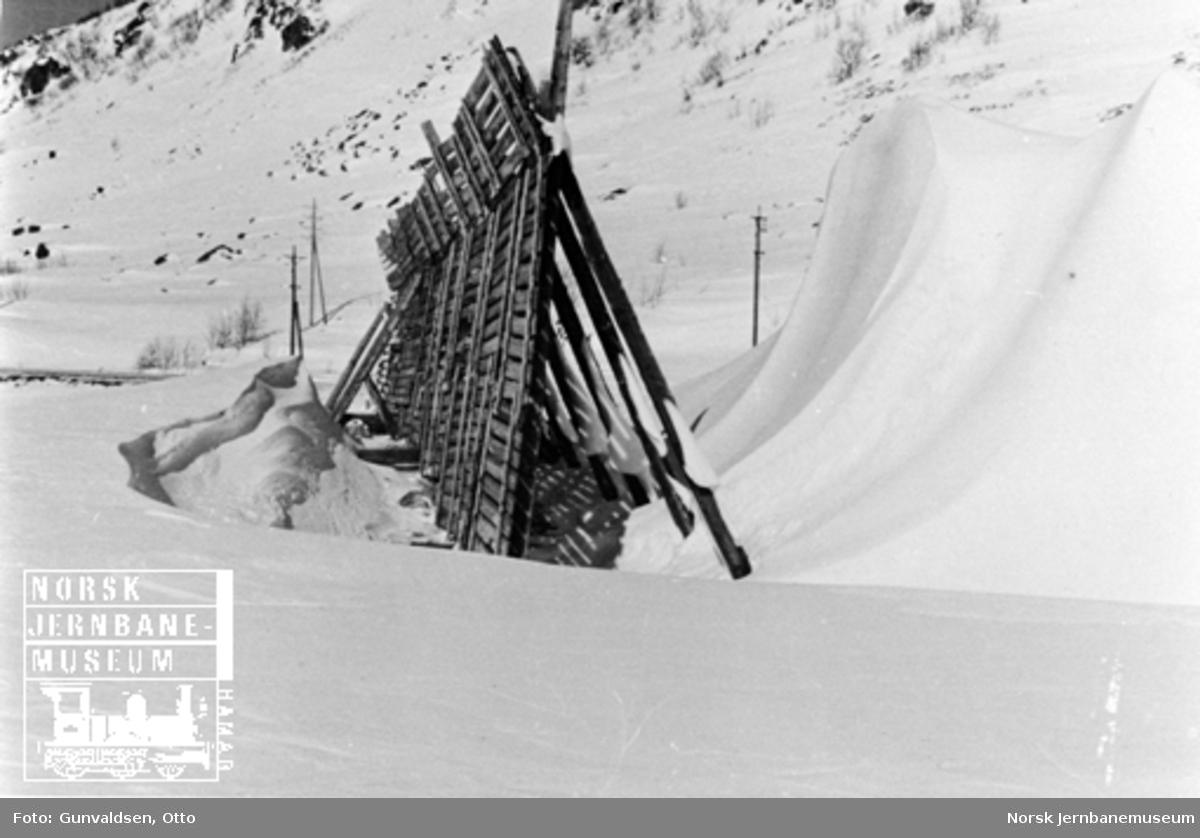 Karakteristisk avlagring av snø ved snøskjerm