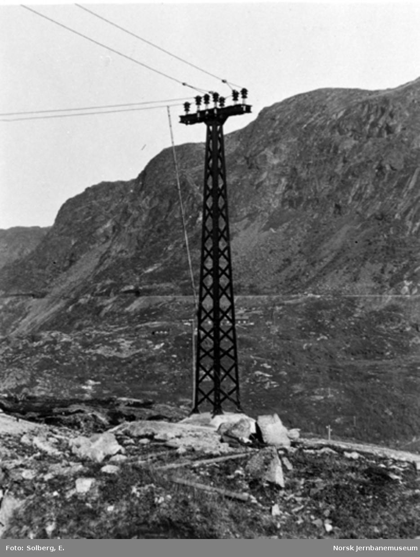 Ofotbanens elektrifisering : kraftledningmast på Katterat stasjon