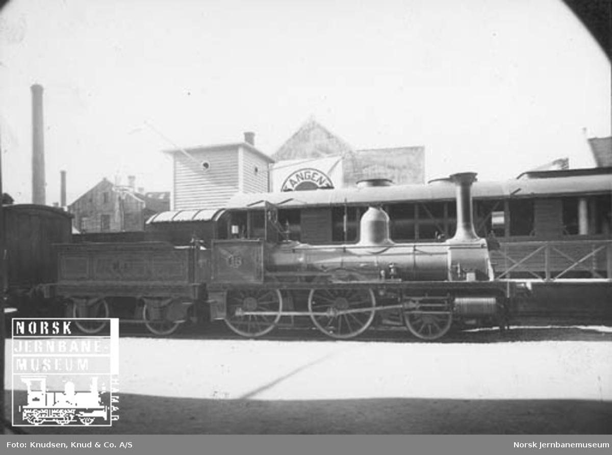 Jernbanemateriell på Bergensutstillingen i 1928 : NSB damplok type 2a nr. 16