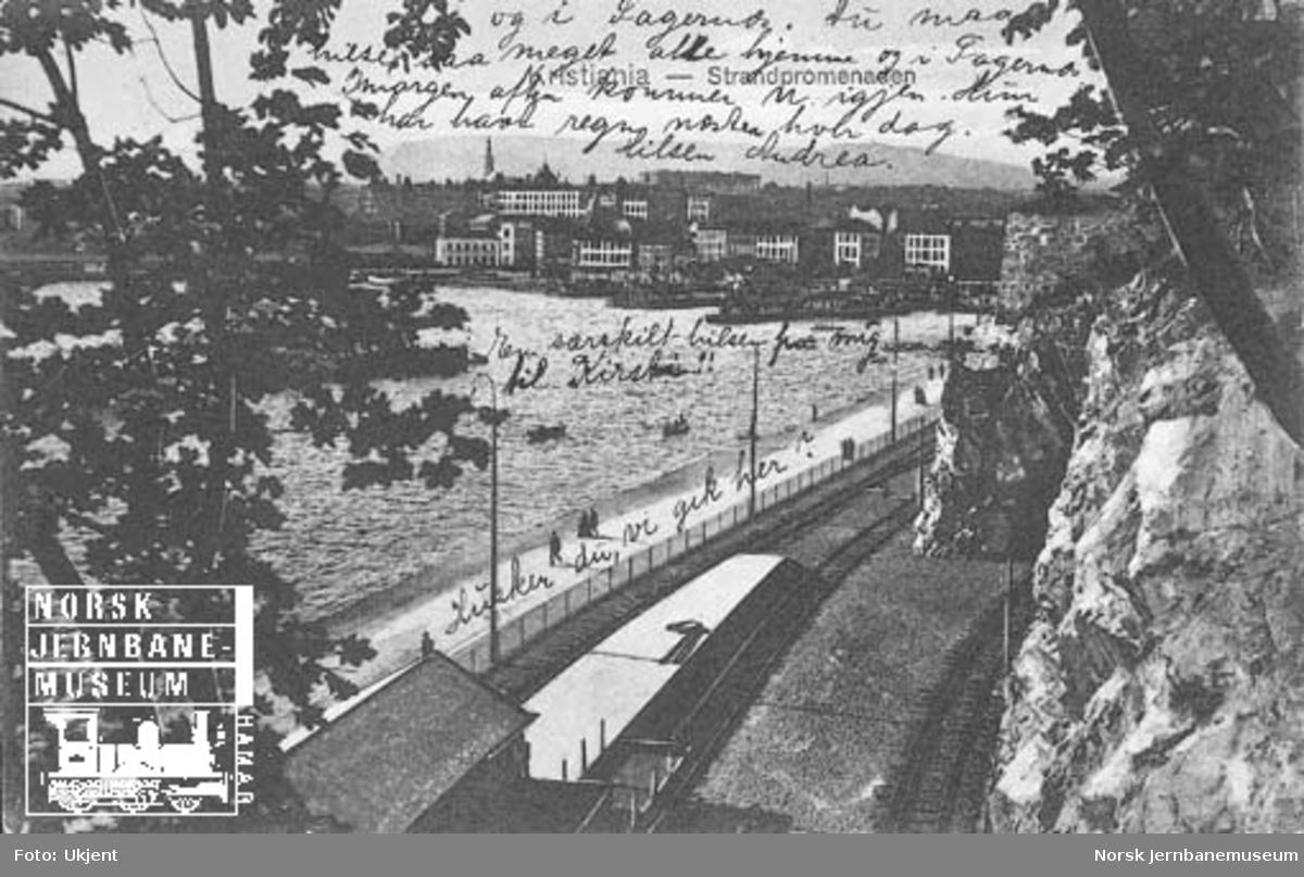 Havnebanen med deler av omlastingsstasjonen under Festningen