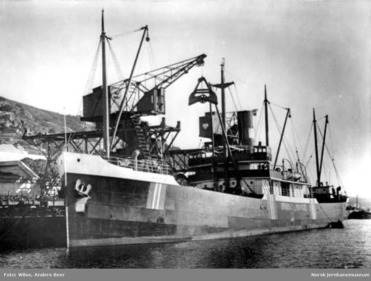"""NSBs kullbåt """"Bruse"""" ved kai på Grønlia i Oslo"""