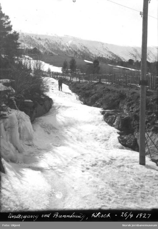 Tiliset undergang for bekk ved Brekkhaug, km 323, sett oppover