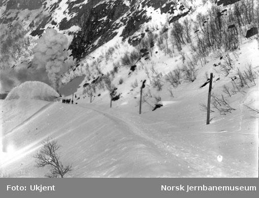 Roterende snøplog arbeid ved øst for Kleivane tunnel våren 1908